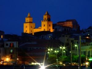 La cattedrale domina la città di Cefalù