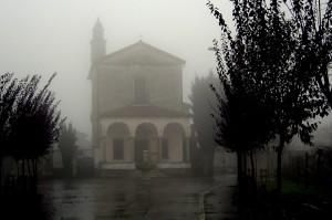 chiesa di soriso in un pomeriggio d'autunno inoltrato