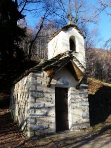 Minuscola Chiesetta all'Alpe Ompio