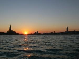Tramonto veneziano tra campanili e cupole