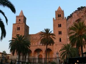 L'imponenza della Cattedrale al tramonto