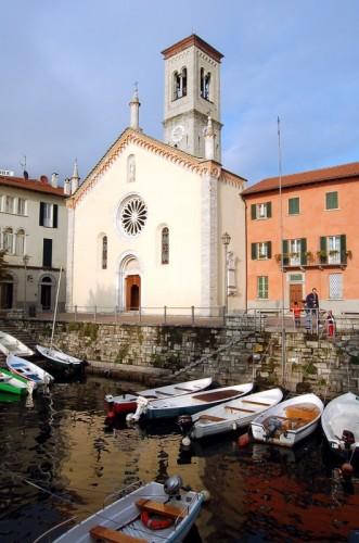 Torno - chiesa sul porticciolo