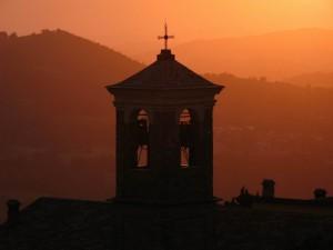 chiesa al tramonto
