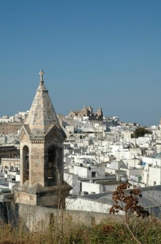 Ostuni - Cattedrale di Ostuni e Chiesa di San Vito Martire in una veduta dall'alto