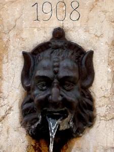 Maschera fontana in P.za Rinaldi-Tv
