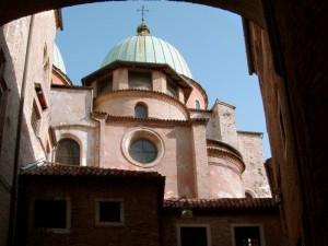 Cupola duomo vista dal quartiere medioevale