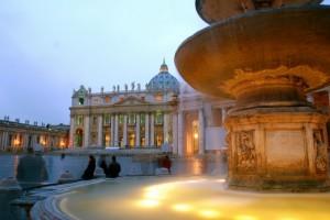 La basilica di San Pietro al tramonto dopo la pioggia