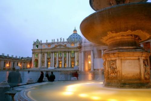Roma - La basilica di San Pietro al tramonto dopo la pioggia