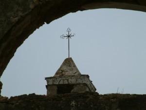 Antichi sassi e croce