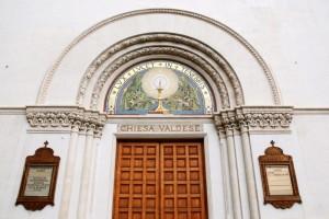 Chiesa Valdese di Piazza Cavour di Roma, entrata