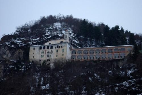 Villanova Mondovì - Santuario tagliato nella roccia