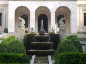 """Fontana Palazzo Ducale """"Villa Reale Roma"""" a Bolzano"""
