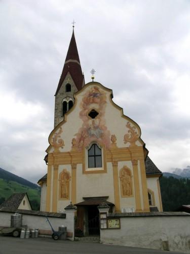 Marebbe - Chiesa affrescata nei dintorni del comune