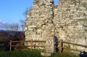 antichi resti della fontana di san colombano