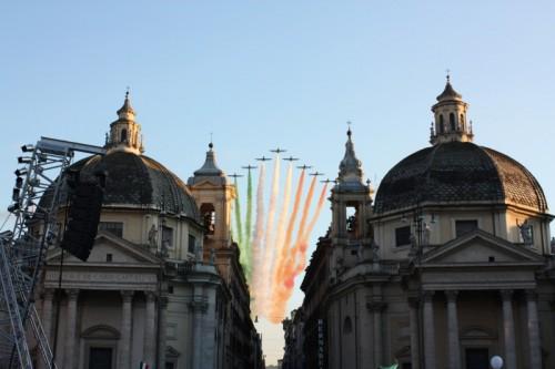 """Roma - Le """"Gemelle"""" scortate dalle Frecce Tricolori"""