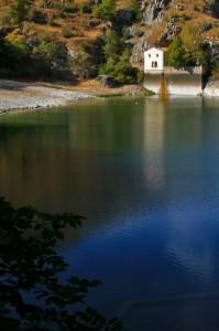 Riflesso Chiesa laghetto Gole del Sagittario