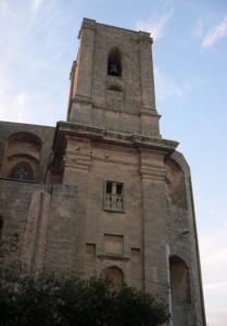 Un imponente campanile