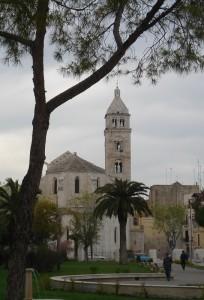 Barletta….. il duomo visto dall'abside con campanile