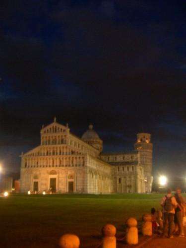 Pisa - Settima Meraviglia: Tra Miracolo e Surreale