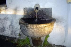 antica fontana vicino alla chiesa