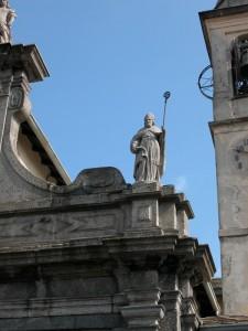 Como, S. Giorgio - facciata: statua di S.Eutichio