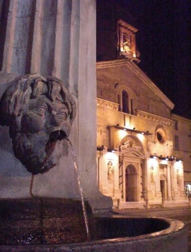 Reggio Emilia - Acqua e luce scorrono di notte