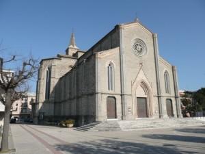 Chiesa di Pedaso con piazza