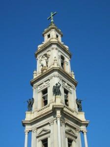 Al lato del Duomo