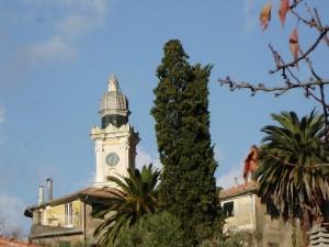campanile vicino ai fieschi