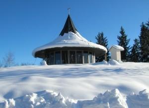Chiesina di Quaggione sprofondata nella neve di dicembre