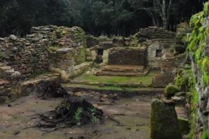 Ruderi dell'antica chiesa romanica di Sant'Efisio