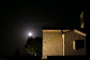 Chiaro di luna sulla chiesa di Rosano