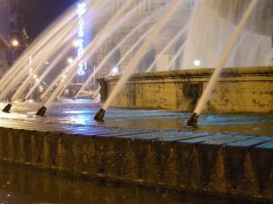 fontana nella notte