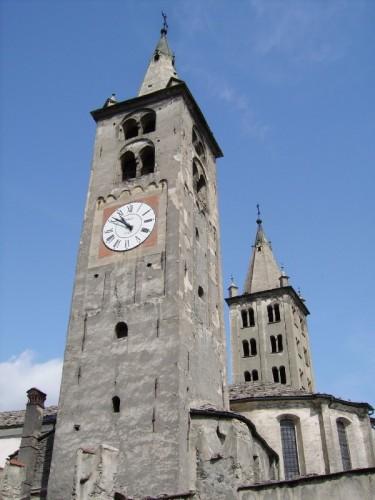 Aosta - Il duomo con due campanili