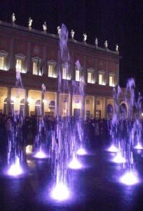 Lame d'acqua danzano davanti al Teatro