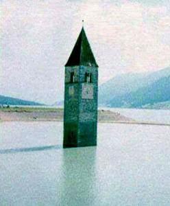 Chiesetta immersa nel lago di Curon