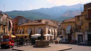 piazza con la fontana