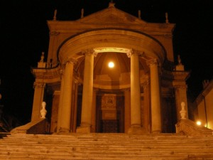 Vista frontale della Chesa di San Martino e Stefano