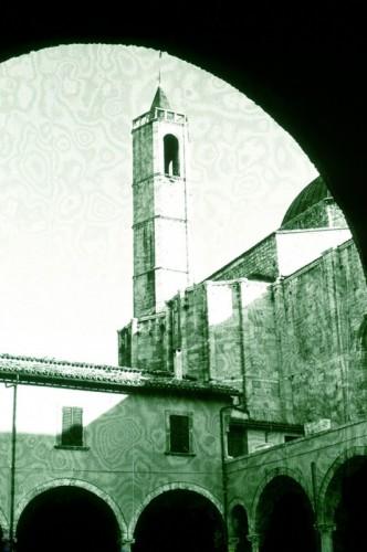 Ascoli Piceno - Il campanile di S. Francesco da Piazza delle verdure