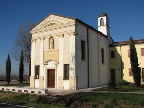 Isola della Scala - La chiesetta dispersa nelle risaie
