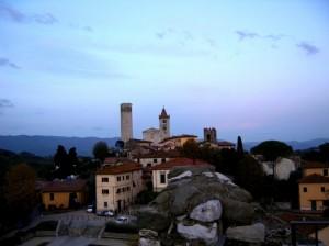 La chiesa di Santo Stefano e la Rocca del Barbarossa viste dalla Rocca nuova dei Malaspina