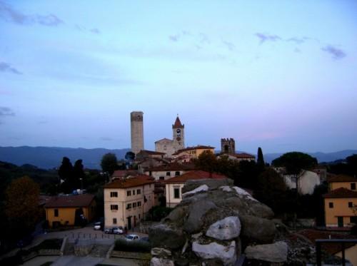 Serravalle Pistoiese - La chiesa di Santo Stefano e la Rocca del Barbarossa viste dalla Rocca nuova dei Malaspina