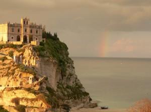Tropea, chiesa e arcobaleno…