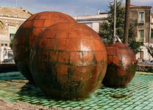 la fontana con le palle