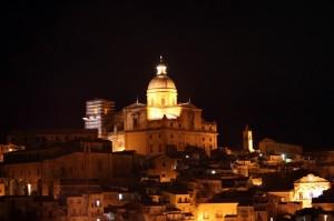 Cattedrale in notturna