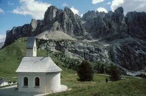 La chiesetta del passo Gardena