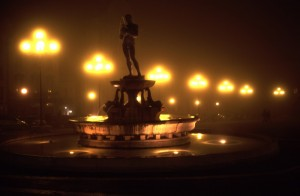 Fontana piazza duomo in notturna