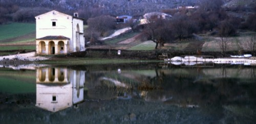 Santo Stefano di Sessanio - Chiesa sul lago