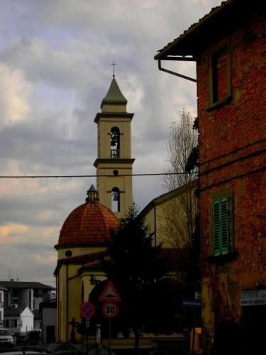 Empoli - La chiesa di Santa Maria immersa nella vita comune
