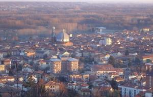 chiesa di gattinara vista dalla collina